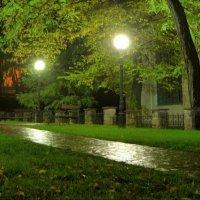 نورپردازی-پیاده-روی-پارک-در-شب